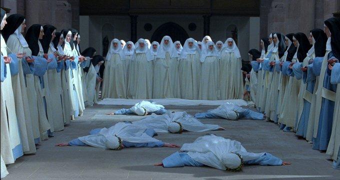 """""""Aujourd'hui, amène-Moi les âmes sacerdotales et religieuses, et immerge-les dans Mon insondable miséricorde. Elles M'ont donné la force d'endurer Mon amère Passion, par elles comme par des canaux, Ma miséricorde se déverse sur l'humanité."""""""