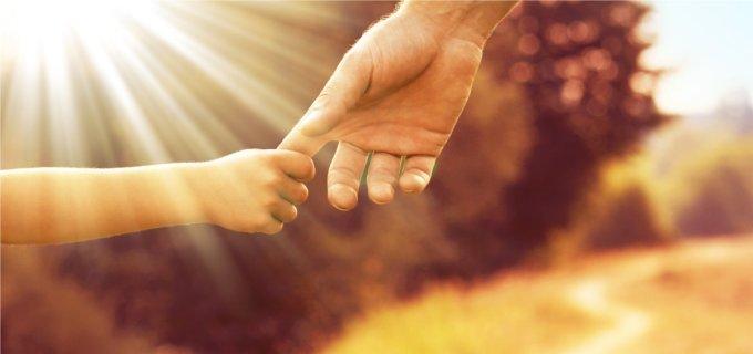 La main et la protection du Père céleste