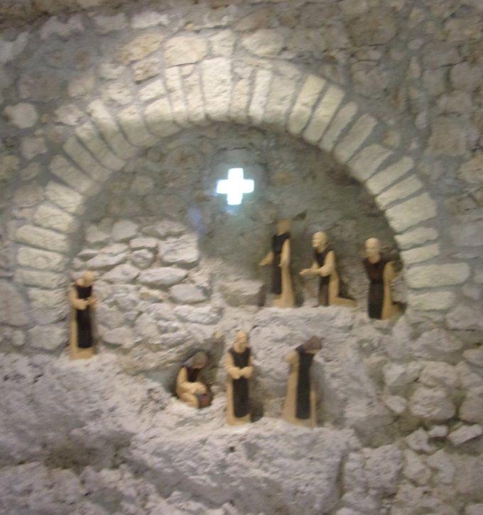 Confiné(e)s? Partons visiter la communauté de Corinthe!