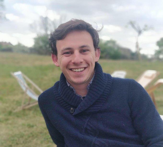 Prions pour Arthur, stagiaire développeur de l'équipe Hozana !