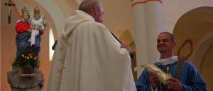 Prions pour Les vocations sacerdotales et religieuses .