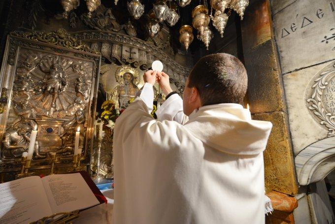 Jour 1 - Prions pour que les prêtres soient des hommes de l'Eucharistie