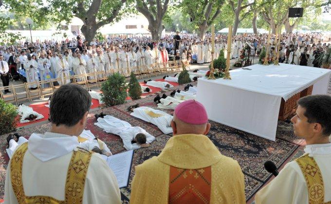 Jour 5. Prions pour que les prêtres vivent leur célibat consacré dans la joie