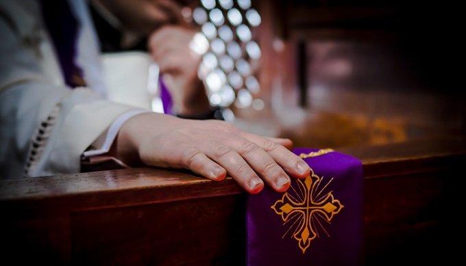 Je remarquais que Jésus confessait de la même manière que les confesseurs