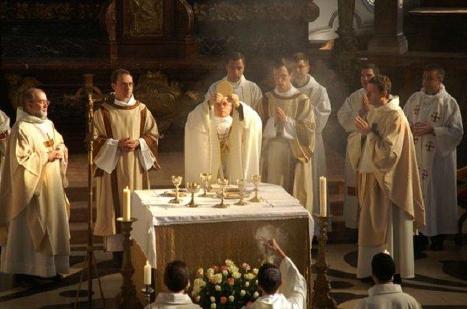J'ai offert ce jour pour les prêtres, j'ai souffert plus que jamais