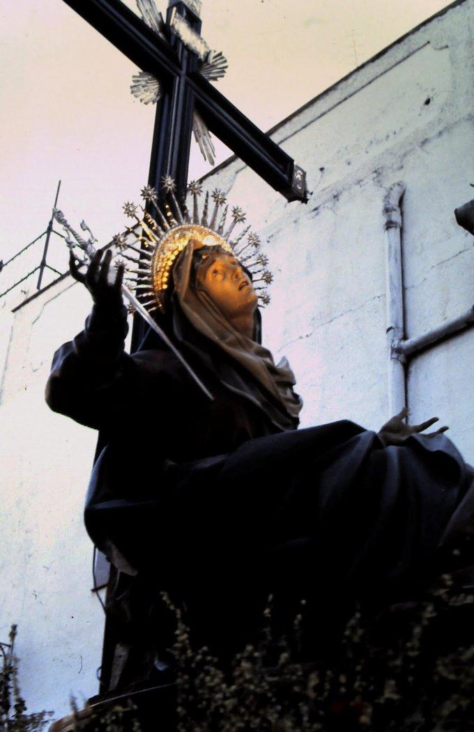 Par les larmes de Votre Sainte Mère, consolez les familles endeuillées Ô Christ