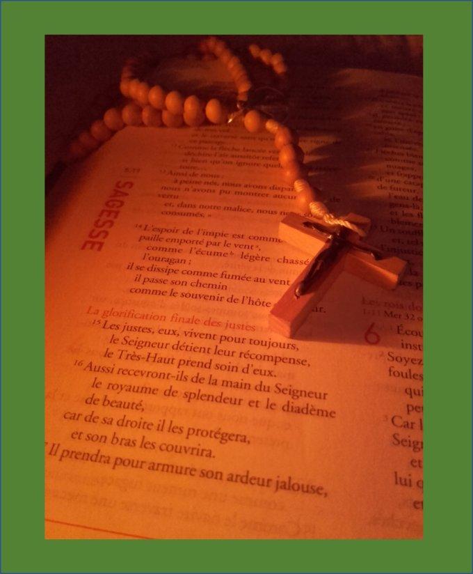 Une Bible en poche