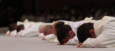 Prions pour les 400 prêtres du diocèse de Lyon et les futurs