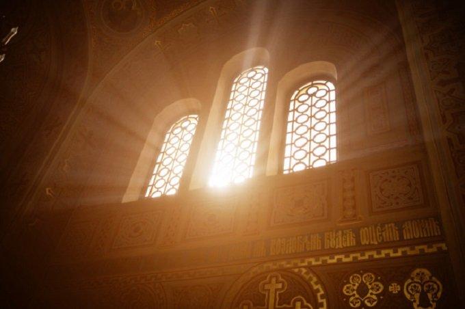 Le Seigneur transperce mon âme, comme le rayon de soleil transperce le verre