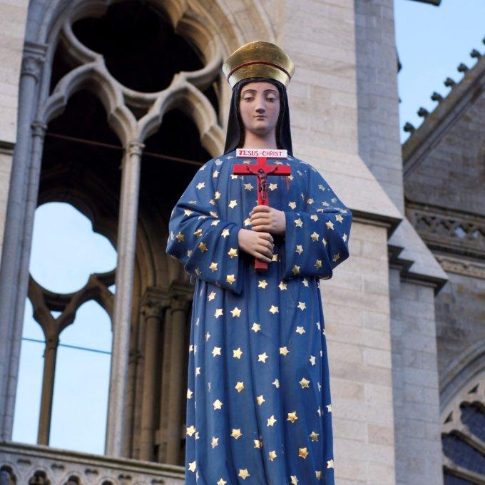 Offrons une couronne de mille roses à Notre Dame de Pontmain en ce jour béni