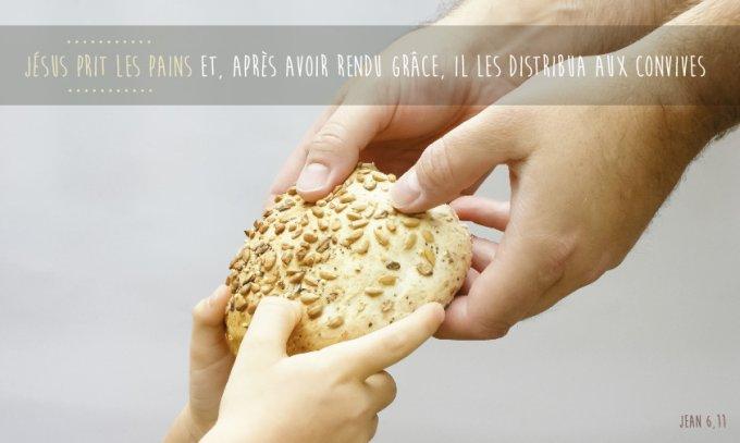 « Jésus prit les pains et, après avoir rendu grâce, il les distribua aux convives »