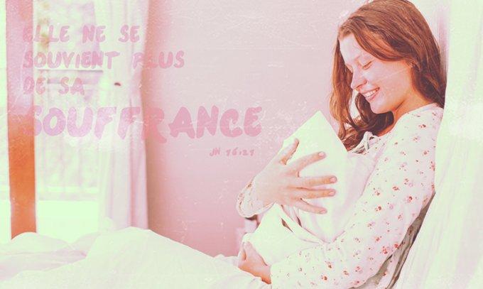 Quand l'enfant est né, elle ne se souvient plus de sa souffrance
