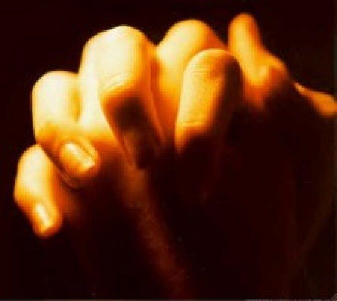"""""""Ô Jésus, je désire brûler comme une offrande pure et anéantie devant le trône où Tu Te caches."""""""