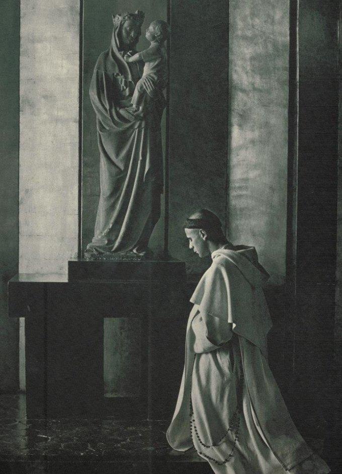 un dominicain en prière (année 1930)