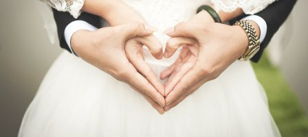 Groupe de prière pour le mariage.