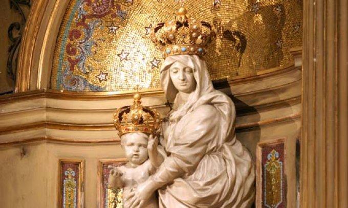 Confier la France et le Président à la Vierge Marie