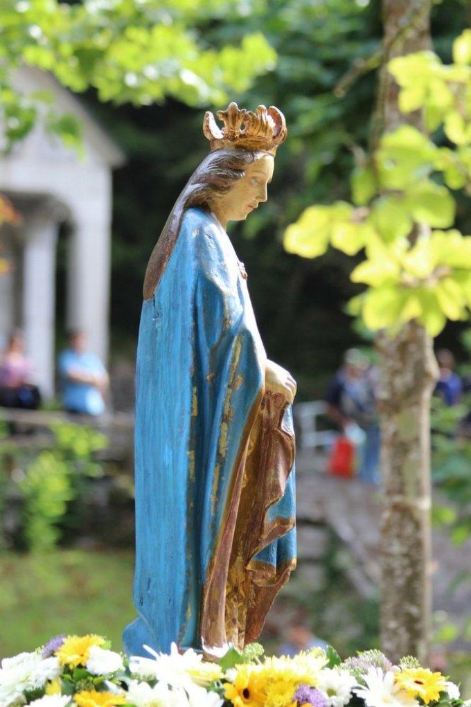 Sainte Vierge Marie ...