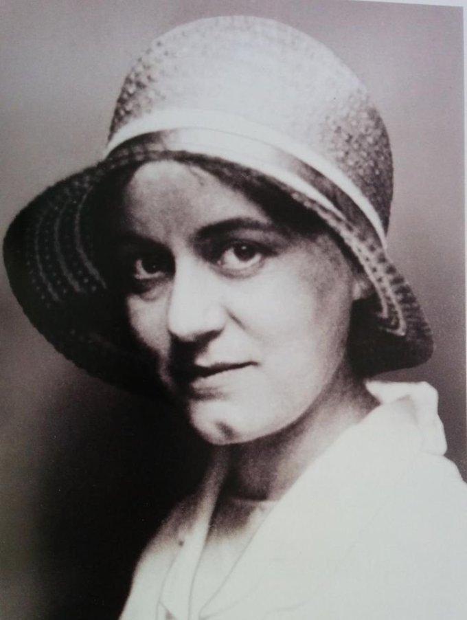 Edith Stein:Histoire d'une Carmélite d'origine juive exécutée.....    38572?customsize=680