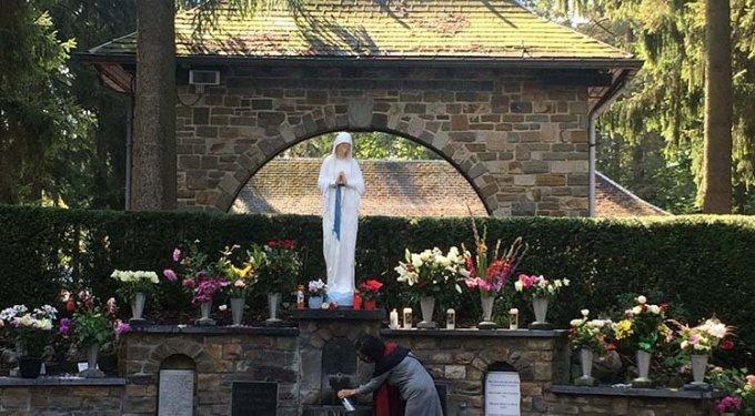 """Troisième jour de la neuvaine - """"Je suis la Vierge des Pauvres"""""""