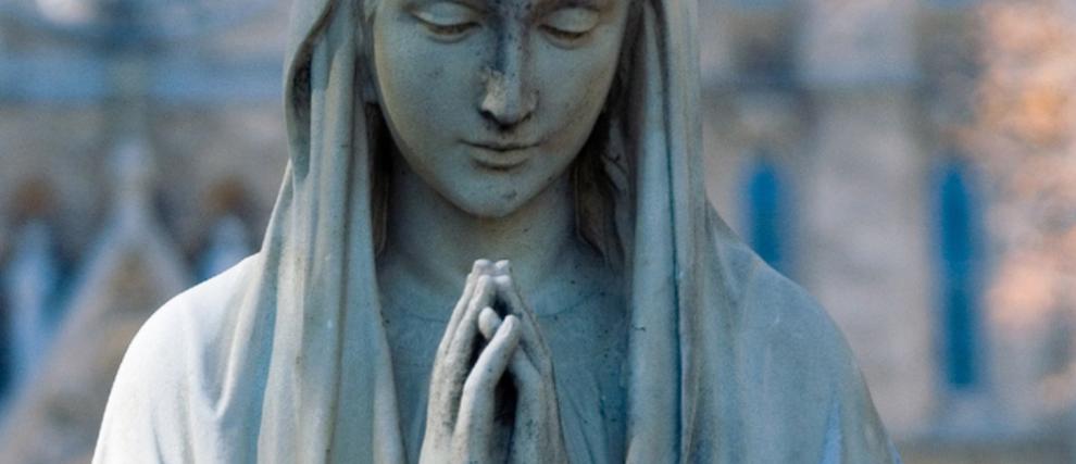 Sous le manteau de Marie