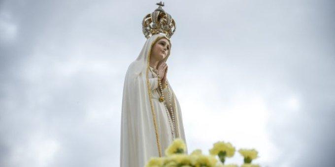 Est-ce que Marie prie le rosaire pour elle-même ?