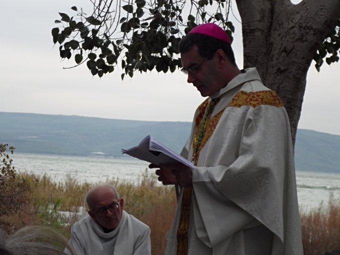Prions pour les évêques et pour les futurs prêtres
