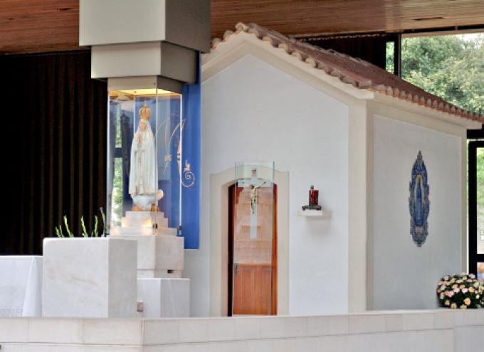 Les statues de Notre Dame de Fatima.