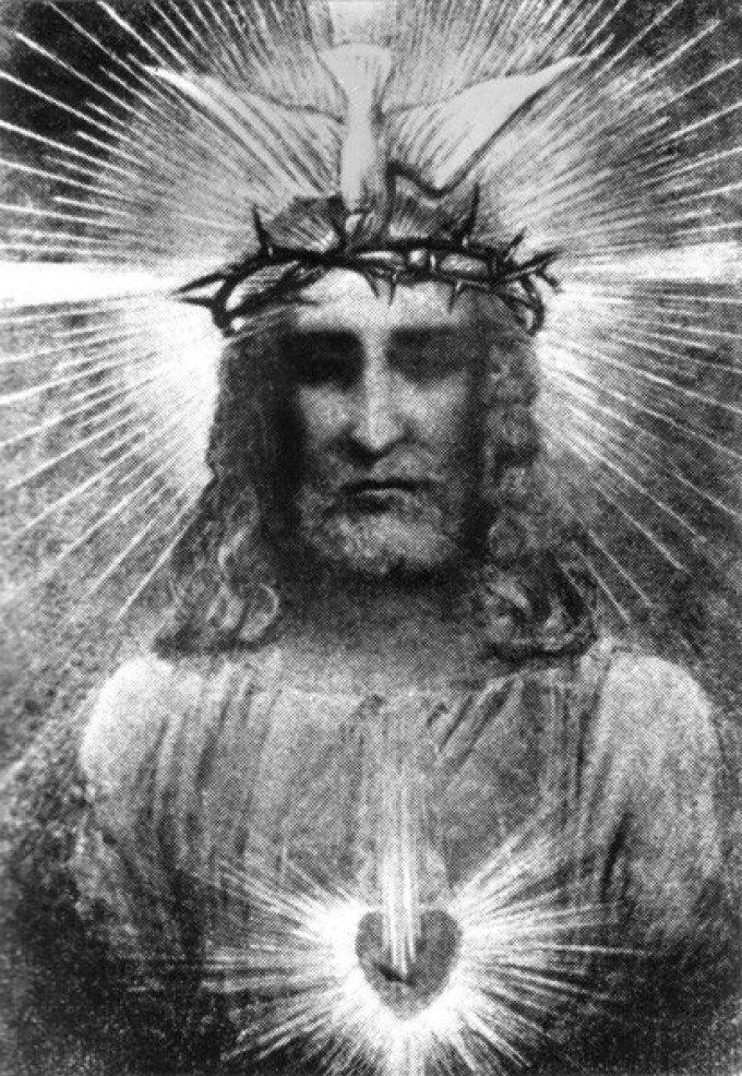 UN ATTRIBUT  PARTICULIER DU CHRIST ROI DES NATIONS:     LA COURONNE