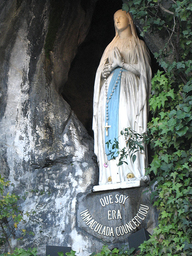 80289-les-apparitions-de-lourdes