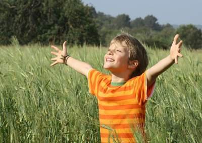enfants-nes-etre-heureux-L-YQak38