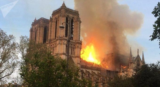 Prions avec espérance pour Notre-Dame de Paris