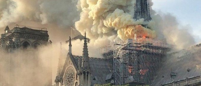 Terça-feira Santa: Notre Dame de Paris, simboliza a comunhão dos santos