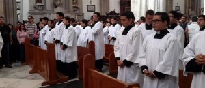 Orando por los seminaristas