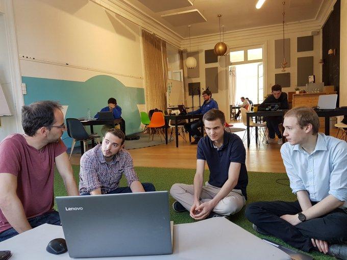 Prions pour les bénévoles développeurs du Hozanackathon !