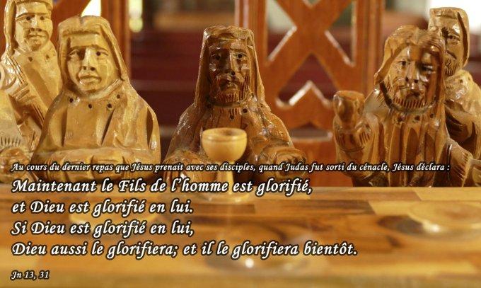 Maintenant le Fils de l'homme est glorifié, et Dieu est glorifié en lui.