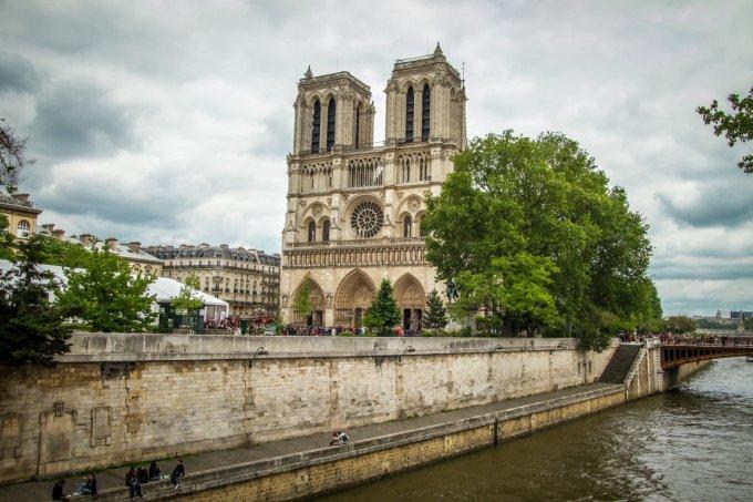 J9: PRIER POUR LA CONVERSION DE LA FRANCE AVEC ST LOUIS