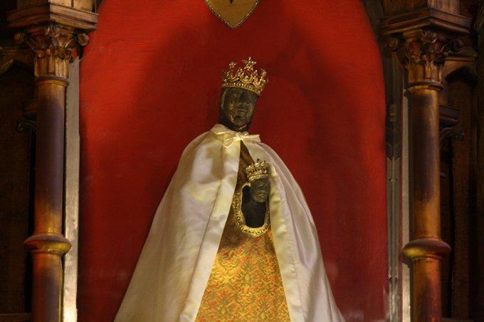 Allumer une neuvaine à Notre-Dame de Rocamadour !