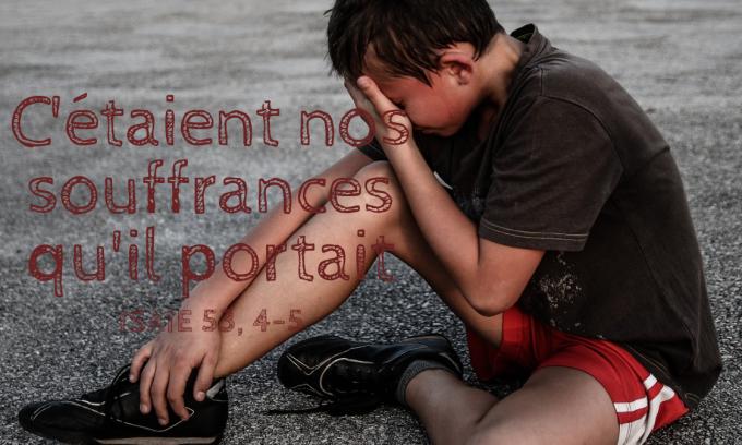 C'étaient nos souffrances qu'il portait, nos douleurs dont il était chargé